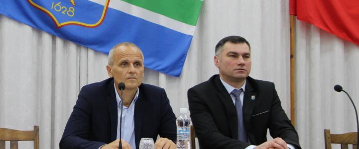 Виктор Тягай принял участие во внеочередной сессии горсовета народных депутатов