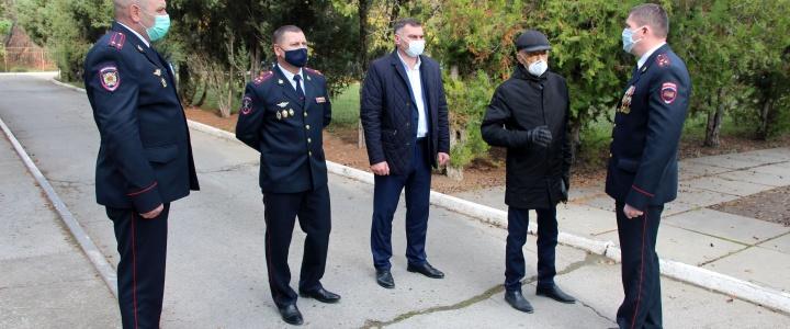 Глава города и первый замминистра внутренних дел проинспектировали ход ремонтных работ в филиале COVID- госпиталя