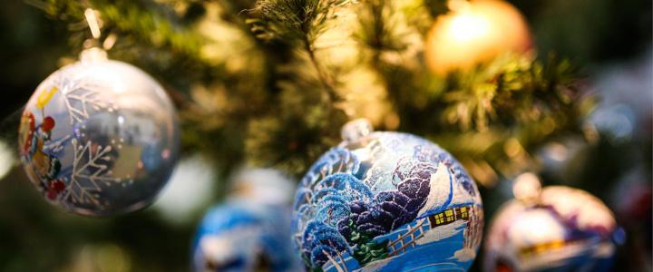 В Рыбницком историко-краеведческом музее экспонируется выставка «Новогодняя игрушка – частичка волшебства»