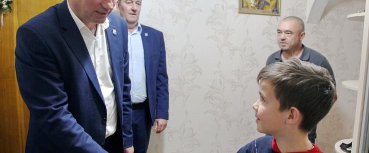 Глава госадминистрации вручил онкобольным детям президентские подарки