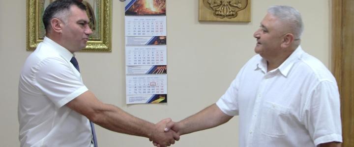 Глава госадминистрации поздравил с юбилеем начальника паспортного стола