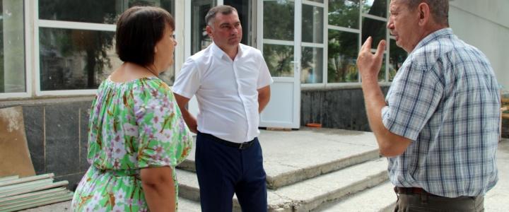 Виктор Тягай проинспектировал ход ремонтных работ в Молодежном центре