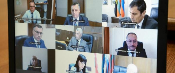 Президент провел рабочее совещание с руководящим составом Правительства, Верховного Совета и главами госадминистраций