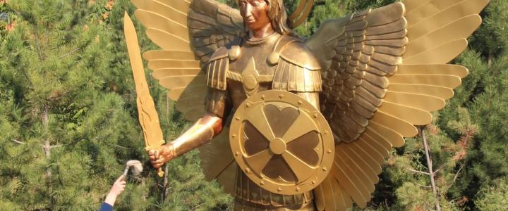 Архиепископ Савва освятил памятник Архангелу Михаилу в Рыбнице
