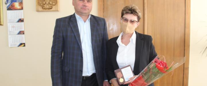 Глава госадминистрации поздравил с юбилеем директора рыбницкого музейного объединения