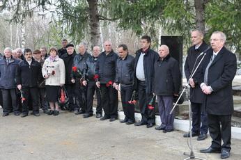 На аллее Славы городского кладбища состоялся митинг, приуроченный 25-летию со дня образования Народного ополчения