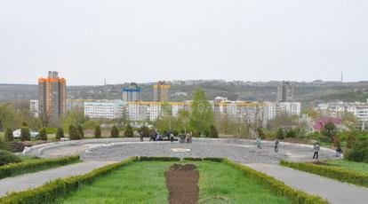 На стройплощадке мемориального памятника ведутся работы по благоустройству