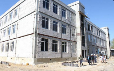 У новой школы в Рыбнице будет яркий панельный фасад