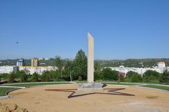 Строительство памятника продолжается