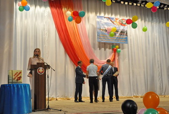 Церемонию чествования выпускников – медалистов и активистов провели во Дворце культуры