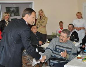 Подопечных Дома для одиноких престарелых и инвалидов посетили руководители госадминистрации