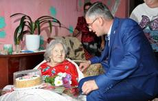98-летнюю рыбничанку поздравил с днём рождения заместитель главы госадминистрации