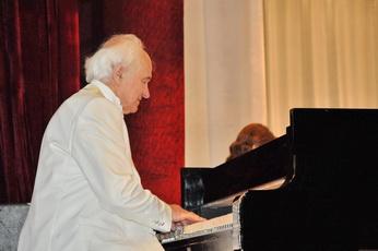 Евгений Дога выступил с концертом в рыбницком Дворце культуры