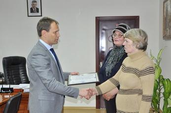 Глава госадминистрации вручил рыбницкому обществу слепых сертификат на персональный компьютер