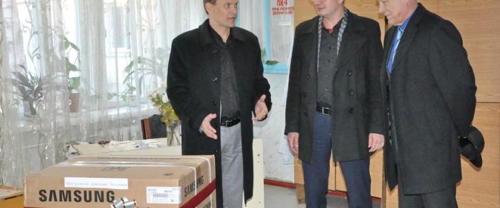 Вячеслав Фролов передал рыбницким учреждениям бытовую технику