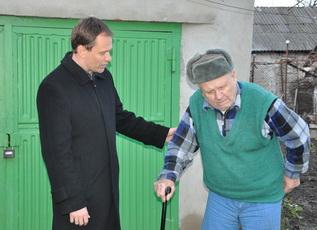 Рыбницким инвалидам Великой Отечественной войны вручили подарки от главы госадминистраиции