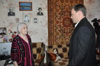 Вячеслав Фролов вручил рыбницким ветеранам ВОВ материальную помощь