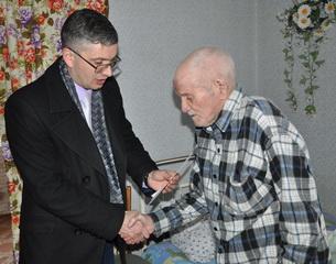 Рыбницких ветеранов войны поздравили с новогодними праздниками