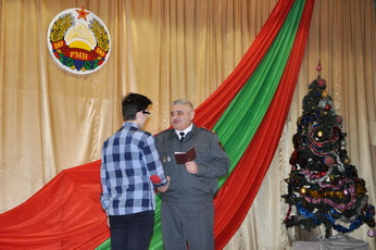 Рыбницким школьникам вручили паспорта граждан ПМР