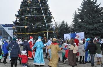 В Рыбнице открыли новогоднюю ёлку