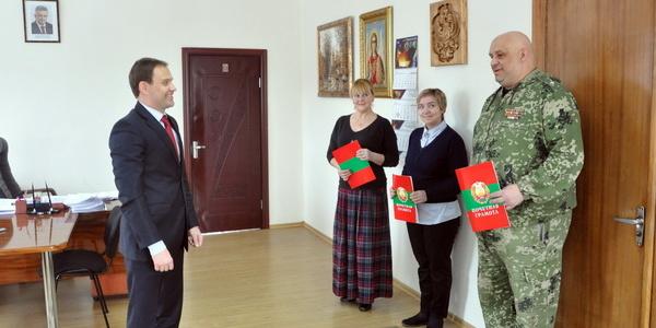 Вячеслав Фролов вручил грамоты за организацию выборов Президента РФ