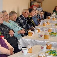 Подопечных дома для одиноких престарелых и инвалидов поздравили с праздником Светлой пасхи