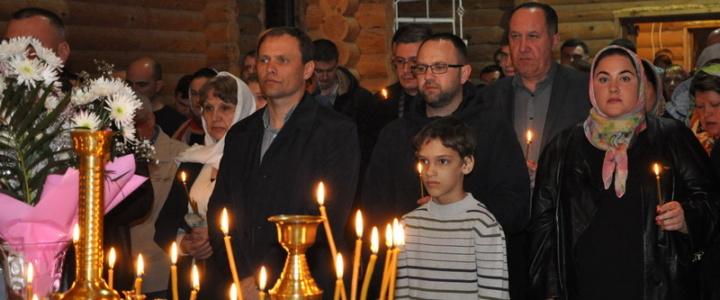 Вячеслав Фролов принял участие в пасхальном богослужении