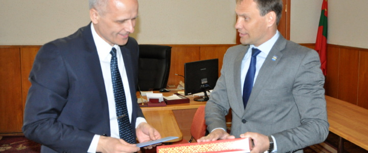 Вячеслав Фролов поздравил председателя горрайсовета с юбилеем со дня рождения