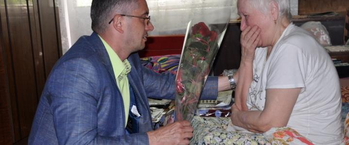 Юрий Молдовский поздравил c юбилеем рыбничанку, стоявшую у истоков создания республики
