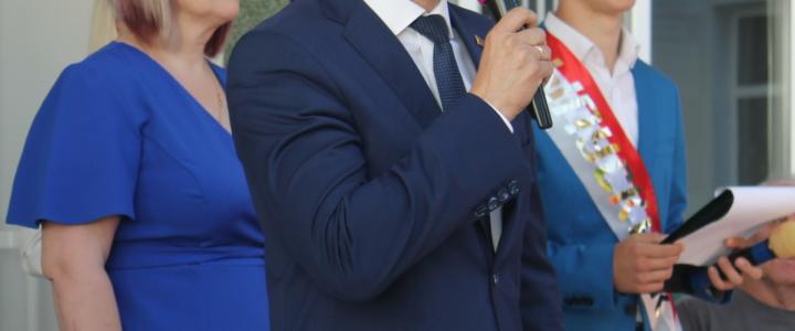 Вячеслав Фролов поздравил гимназистов с окончанием учебного года