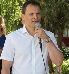 Вячеслав Фролов поздравил воспитанников интерната и СКОШ