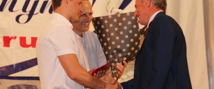 Глава города поздравил фирму «Авто – Рэд» с юбилеем