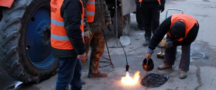 В Рыбнице ремонтируют дороги методом укладки холодного асфальта