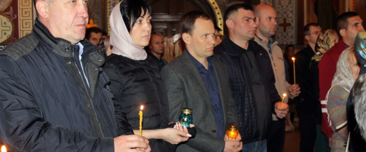 Глава госадминистрации встретил Пасху вместе с православными рыбничанами