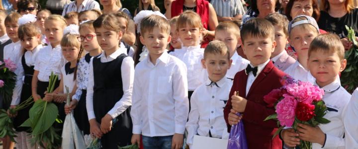 Вячеслав Фролов поздравил учащихся попенкских школ с праздником Последнего звонка