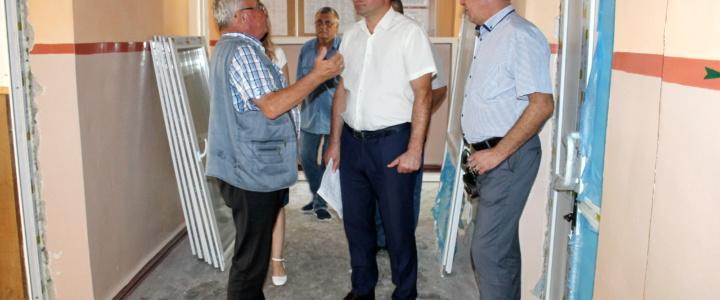 Виктор Тягай посетил объекты, ремонтируемые в рамках программы Фонда капвложений