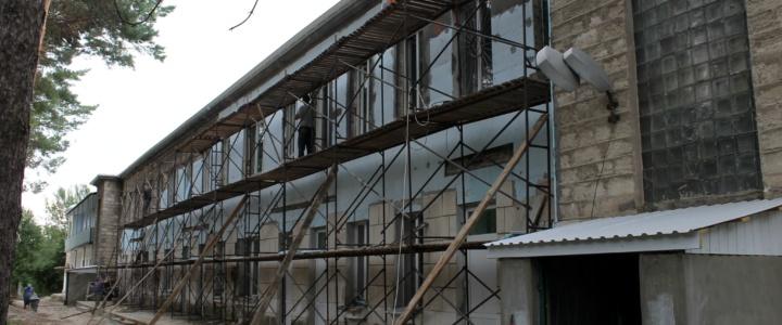 Виктор Тягай посетил строительную площадку инфекционного отделения ЦРБ