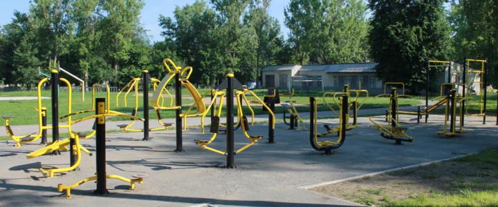 Уличные тренажеры у гимназии демонтировали для ремонта