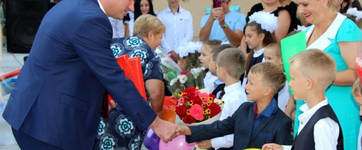 Виктор Тягай поздравил школьников с Днём знаний