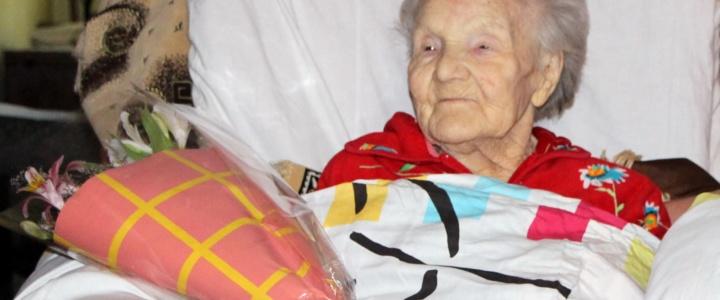 Глава города поздравил долгожительницу со 100-летием