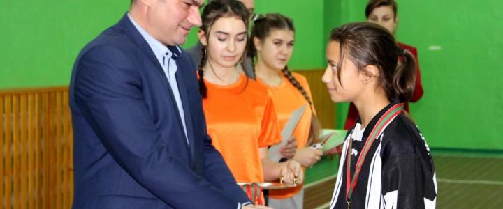 Глава госадминистрации вручил кубки победителям турнира «Кожаный мяч»