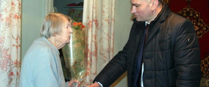 Виктор Тягай поздравил рыбничанку Агнию Зубову с юбилеем