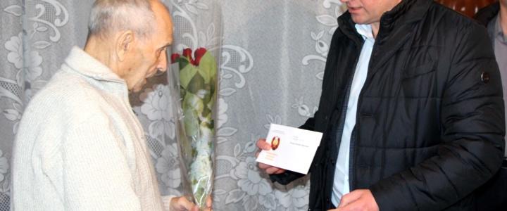 Ветераны Великой Отечественной войны принимают поздравления с Днём защитника Отечества