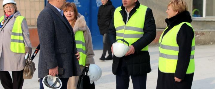 Виктор Тягай посетил цементный комбинат, где состоялось открытие социальных объектов после капремонта
