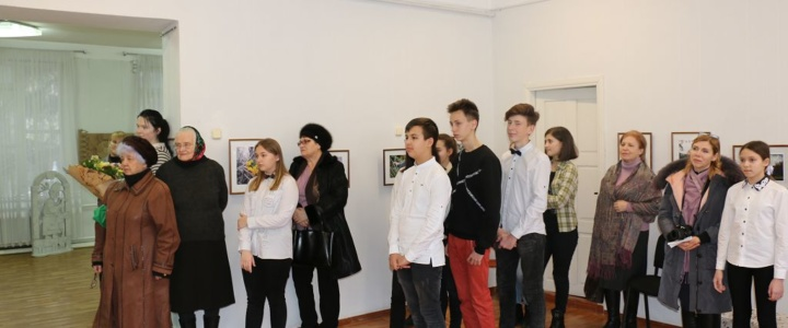 В картинной галерее представлена выставка «Красоту мира сердцем чувствуя»
