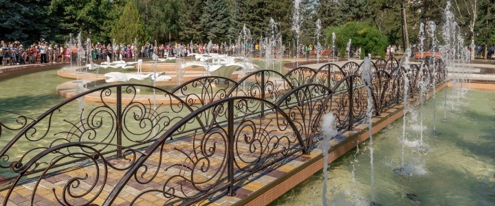 Президент с супругой приняли участие в церемонии запуска нового фонтанного комплекса в городе Рыбница