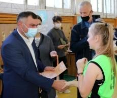 Виктор Тягай вручил награды победителям республиканского турнира по баскетболу