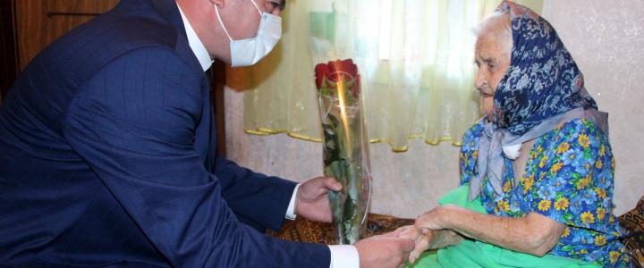 Глава госадминистрации поздравил рыбничанку с вековым юбилеем