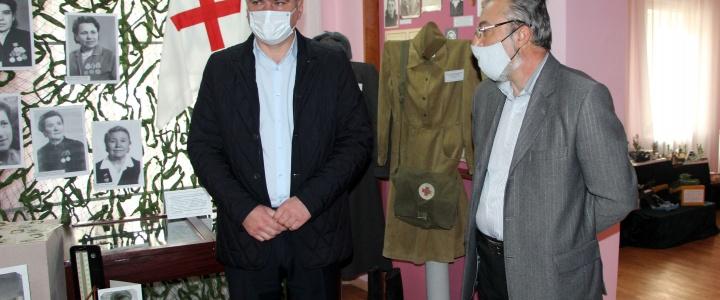 Глава госадминистрации посетил выставку, посвященную подвигу медицинских работников в годы войны
