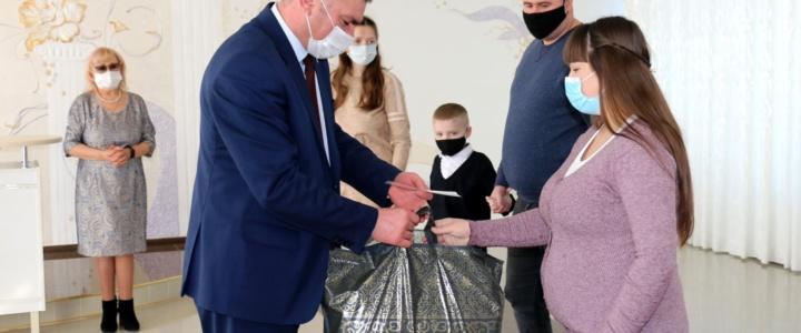 Родители новорожденных рыбничан получили подарки от Президента